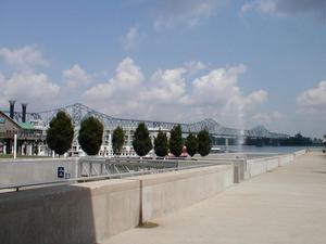 The US 31 George Rogers Clark Memorial Bridge/Second Street Bridge over the Ohio River in downtown Louisville, KY viewed from Waterfront Park.