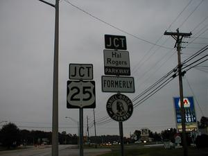 Signage for the intersection of US 25. KY 80, and the Hal Rogers Parkway.
