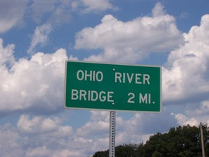 Signage near the Matthew E. Welsh Bridge over the Ohio River (Aug. 15, 2004).