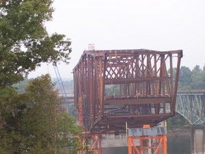 New KY 90 Lake Cumberland Bridge under construction next to the existing KY 90 bridge (Oct. 2, 2004).