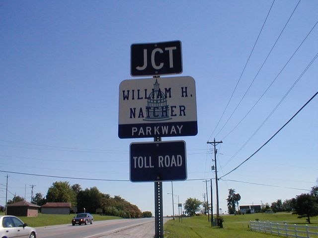 Sign for the William H. Natcher Parkway on US 31W in Bowling Green. (June 17, 2001)
